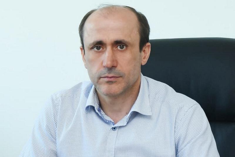 Алим Темирбулатов: «Успешная сдача обязательного ЕГЭ по русскому языку – один из главных показателей образованности будущих студентов»