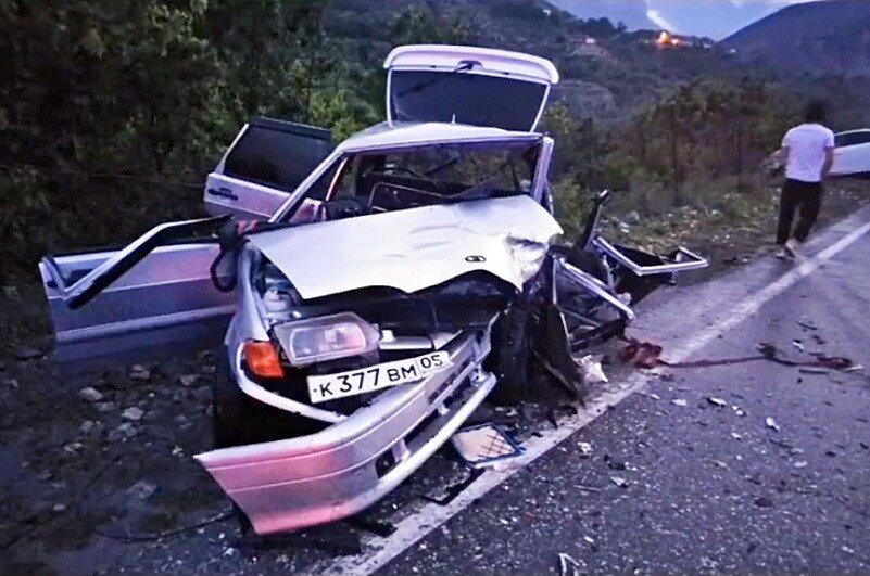 В горах Дагестана внедорожник с 70-летним водителем рухнул в пропасть
