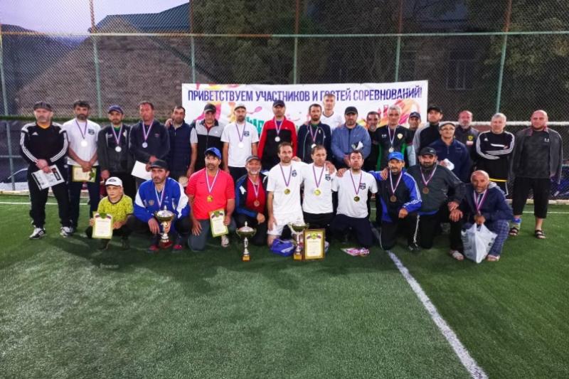 Турнир по мини-футболу прошел в Курахском районе
