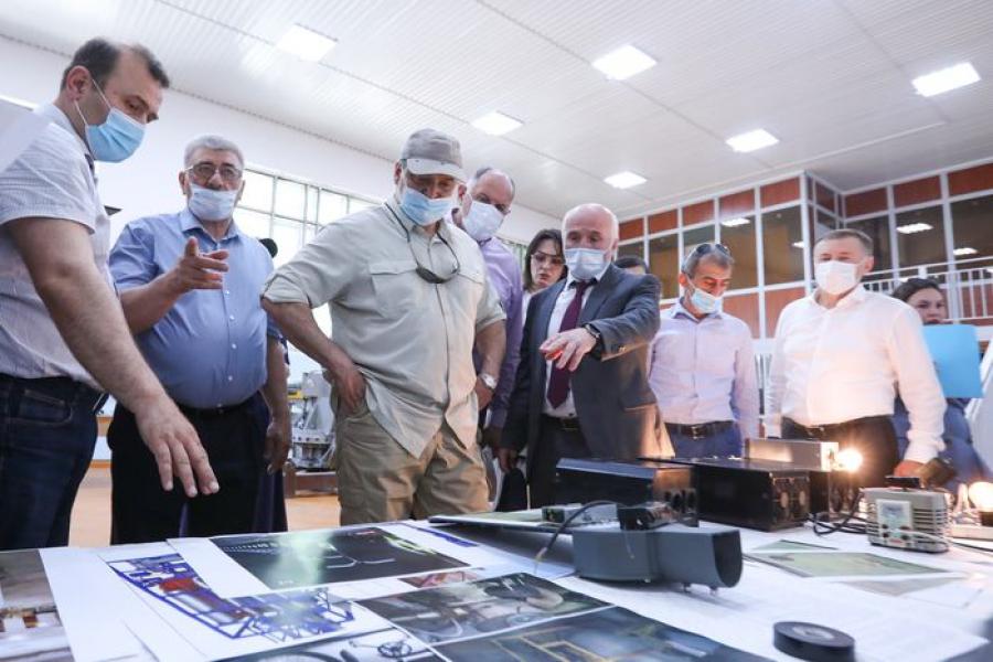Сергей Меликов посетил Южно-Сухокумский электромеханический завод