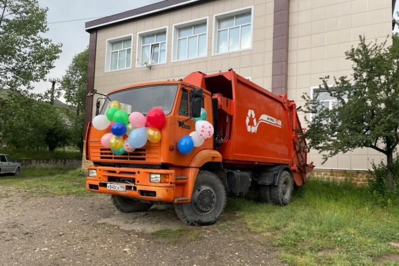 Депутат Госдумы РФ Абдулмажид Маграмов подарил Кулинскому району спецмашину для сбора мусора