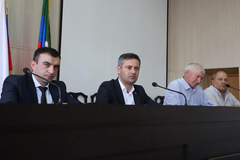 Глава Ботлихского района потребовал за две недели решить проблему водоснабжения села Ботлих