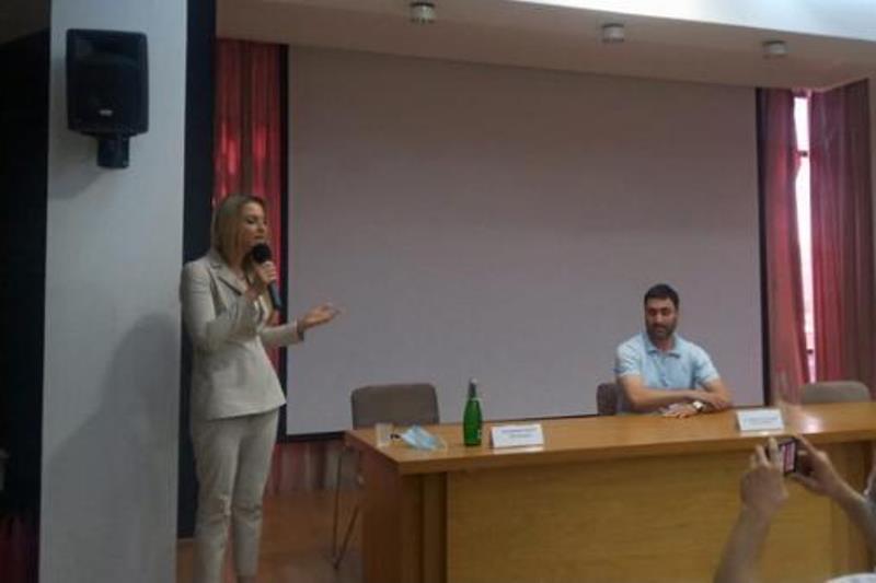 В Махачкале прошла встреча с основателем «Союза добровольцев России» Яной Лантратовой