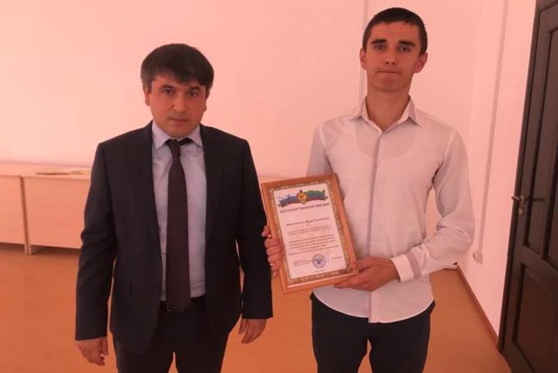 В Табасаранском районе наградили выпускника, набравшего 100 баллов на ЕГЭ