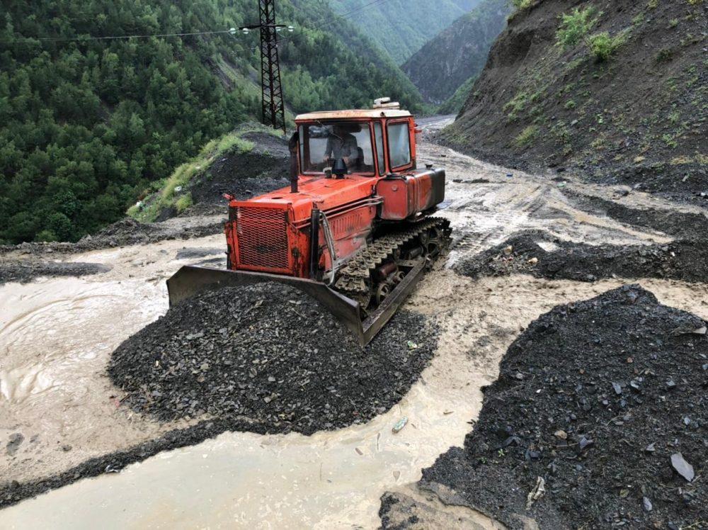 Ливни размыли дороги в пяти районах Дагестана