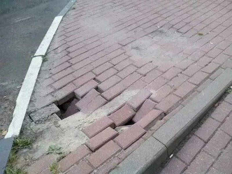 Кто ремонтирует разбитые тротуары в Махачкале?