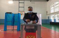 В Кизляре первым на выборах проголосовал ополченец Ахмед Саламов