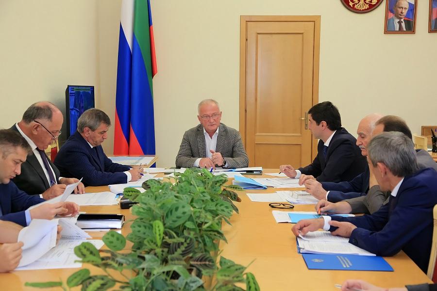 Абдулпатах Амирханов поручил рассмотреть возможности участия Дагестана в новых госпрограммах