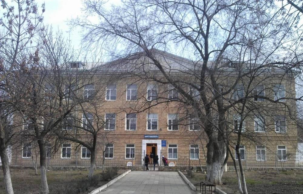 В двух классах средней школы в Дагестанских Огнях введен карантин из-за COVID-19