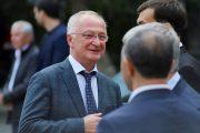 Меликов предложил парламенту сохранить Амирханова на посту премьера