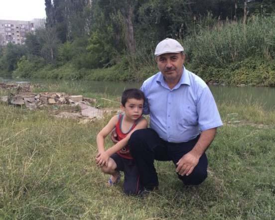 В Махачкале мужчина и девушка спасли тонущего пятилетнего ребенка