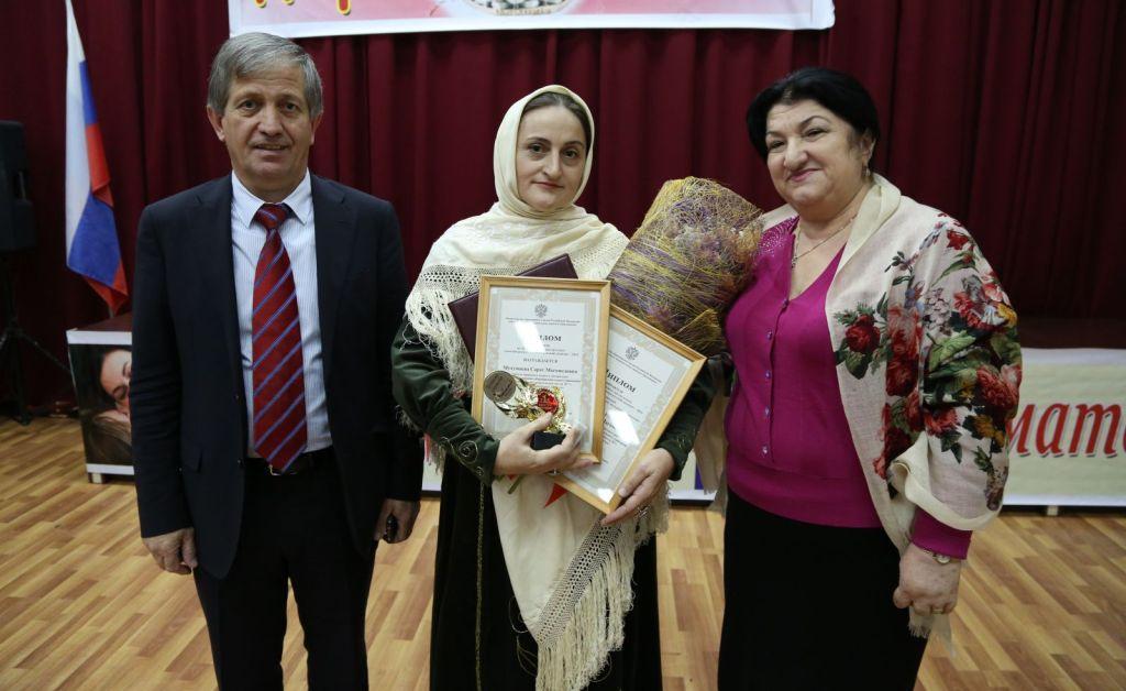 Сарат Мухумаева - лучшая среди учителей родных языков