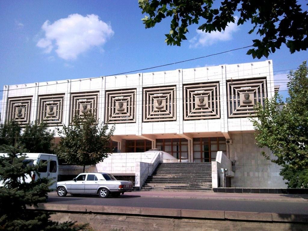 Библиотекари - в фонд Победы над врагом