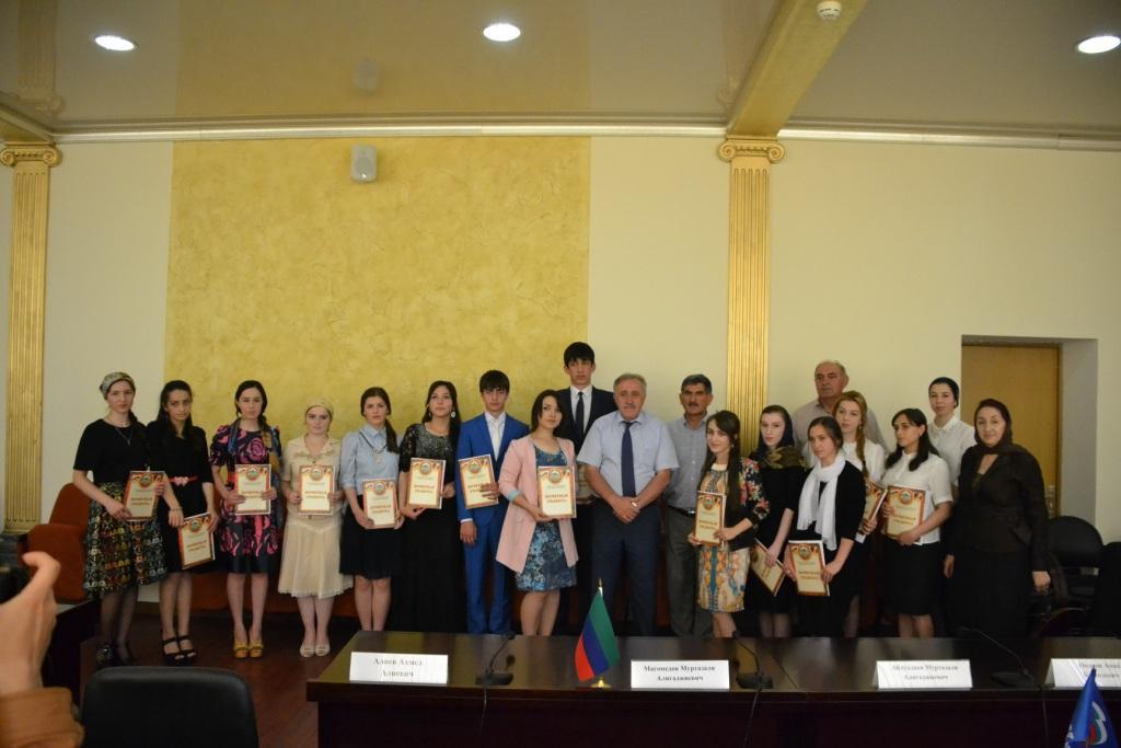 В Акушинском районе чествовали отличников учебы