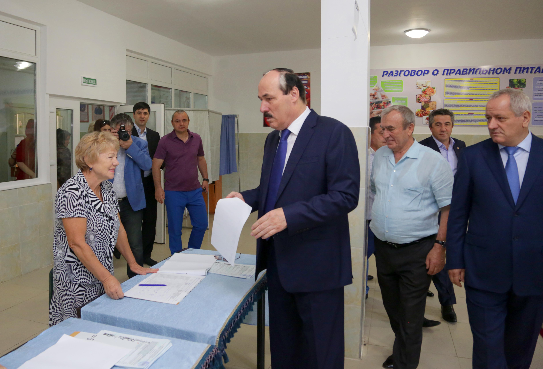 Рамазан Абдулатипов ознакомился с ходом проведения выборов