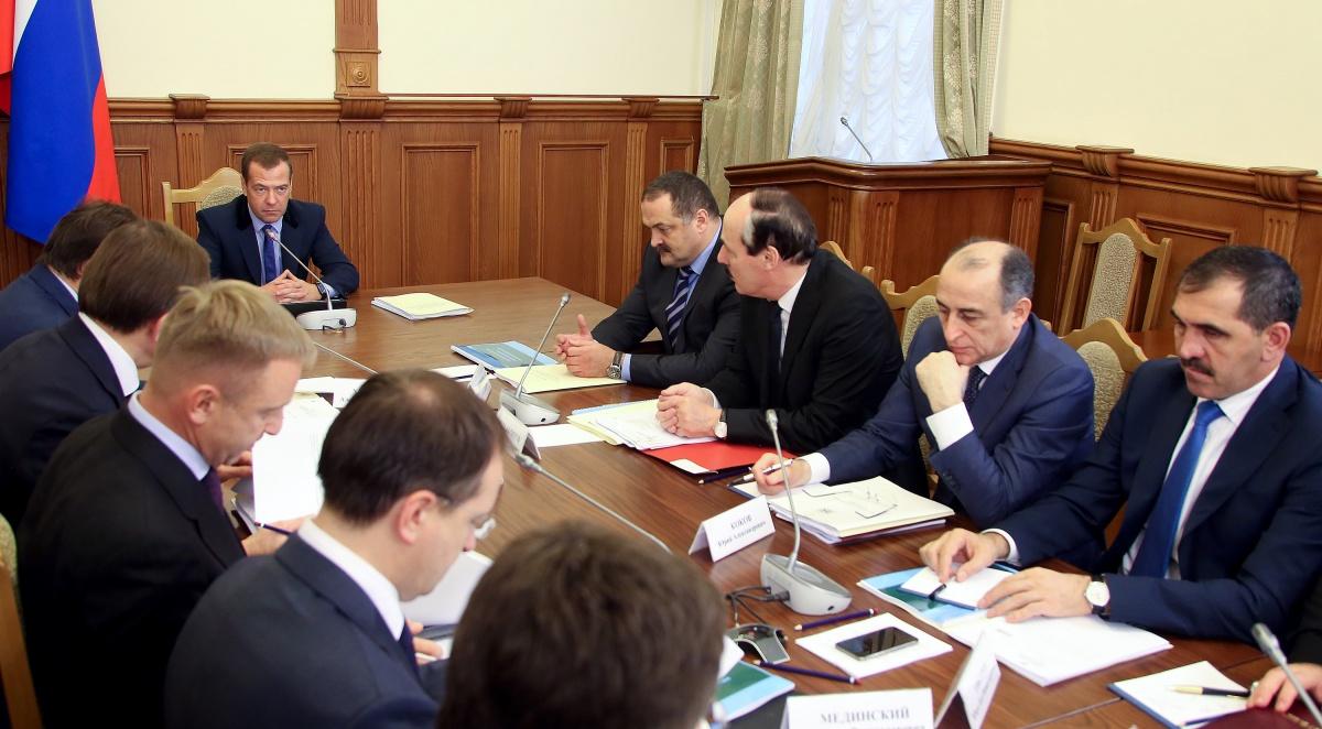 Дмитрий Медведев провел в Махачкале заседание Правительственной комиссии по вопросам социально-экономического развития СКФО