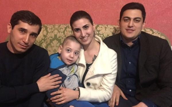 Депутаты-единороссы навестили больного ребенка