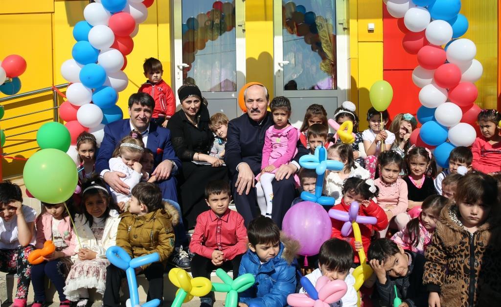 Рамазан Абдулатипов торжественно открыл детский сад на 150 мест в селении Татурбийкала