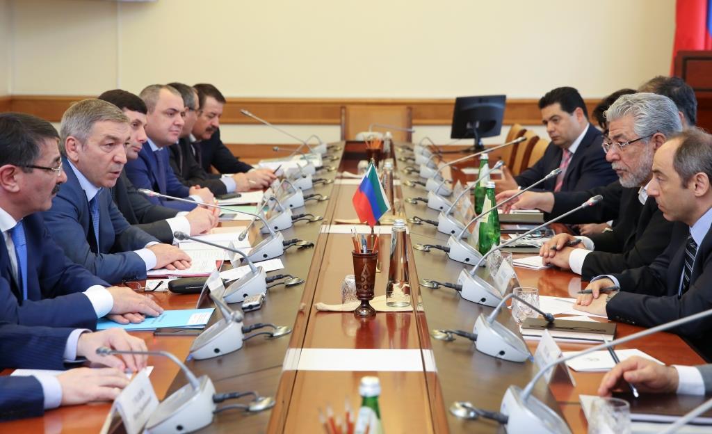 Абдусамад Гамидов встретился с представителями иранской инвестиционной компании «Хамрахиян»