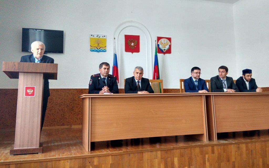 Сотрудники Дагкомрелигии провели выездное совещание в Тарумовском районе