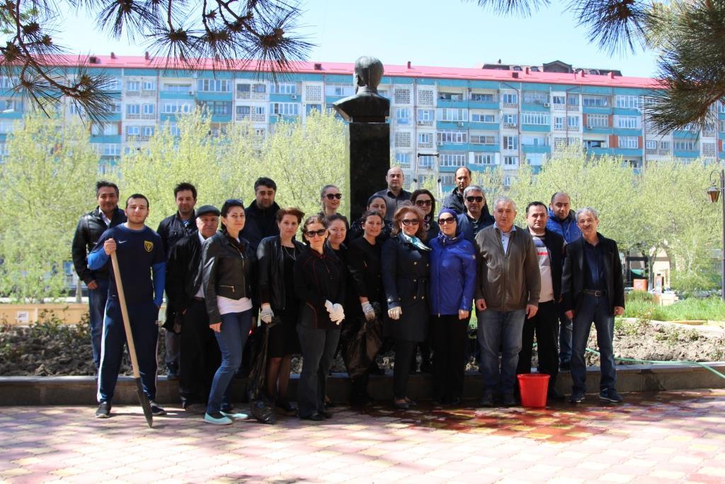 Коллектив Минкультуры Дагестана принял участие в общегородском субботнике
