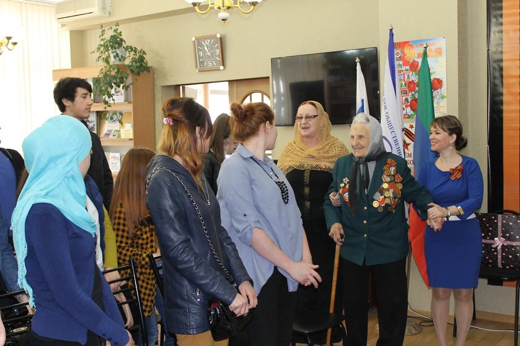 Ветеран войны на встрече с активистами ОНФ рассказала о тяжёлых фронтовых годах