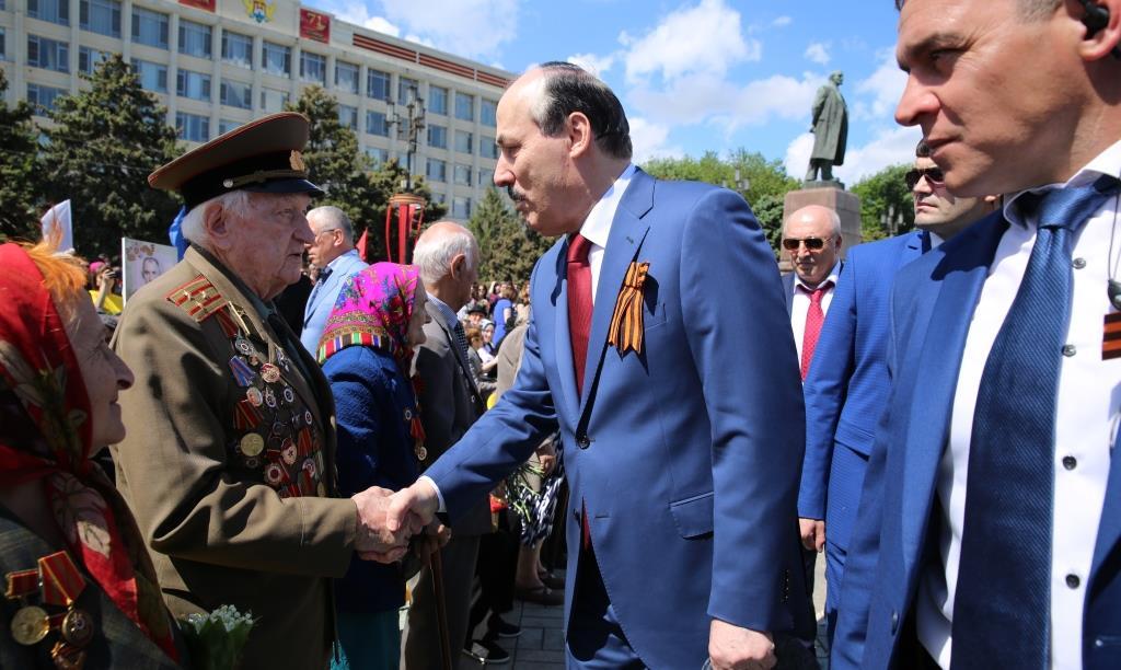 Рамазан Абдулатипов принял участие в митинге, посвященном 71-й годовщине Великой Победы