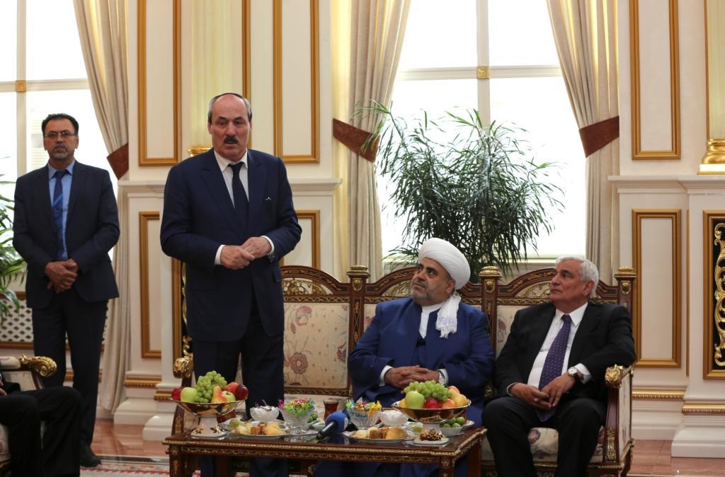 Рамазан Абдулатипов встретился с председателем Управления мусульман Кавказа Шейх-уль-исламом Гаджи АллахшукюромГумметоглыПаша-заде
