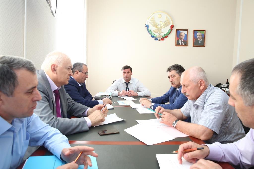В Правительстве Дагестана обсудили ход мероприятий по борьбе с саранчовыми вредителями