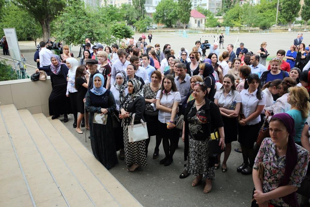 Максимально честно и прозрачно сдают ЕГЭ выпускники махачкалинских школ