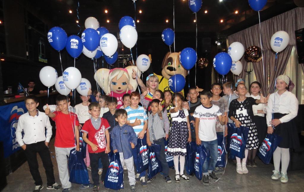 В преддверии Дня защиты детей единороссы провели благотворительную акцию