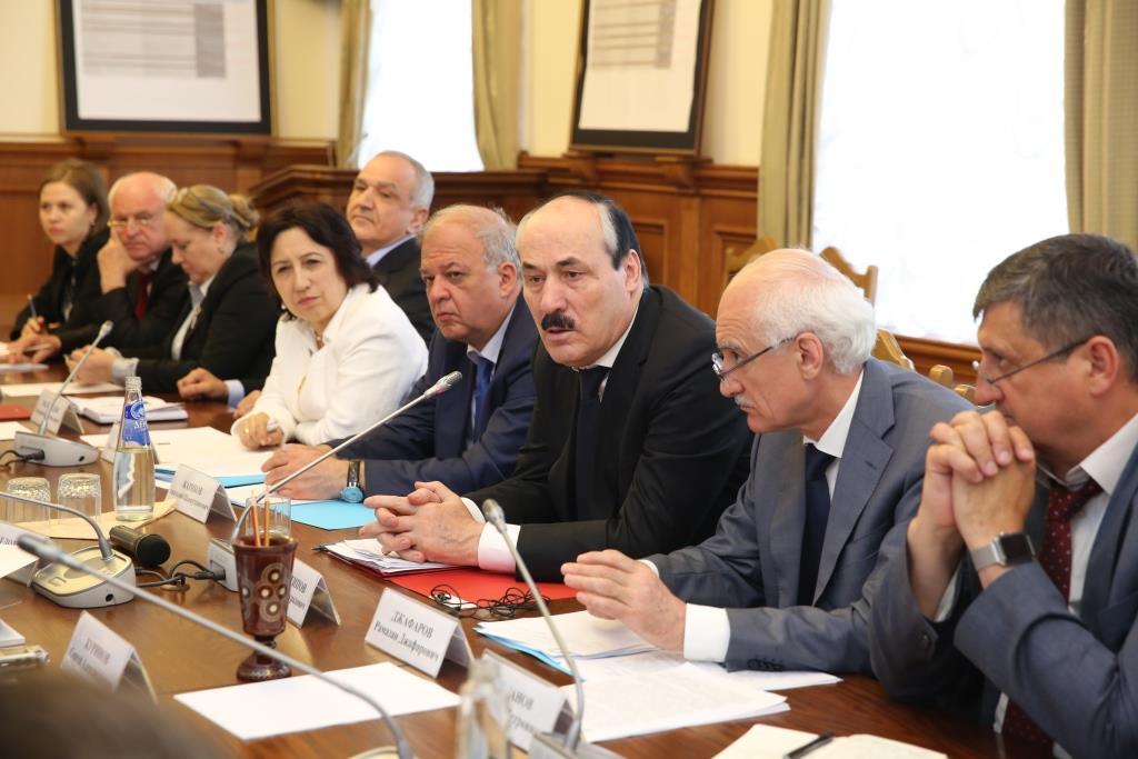 Глава Дагестана провел встречу с правозащитниками