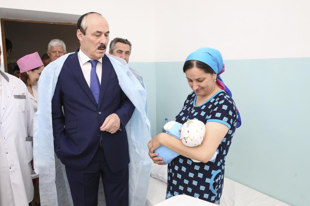 Глава Дагестана посетил медицинские учреждения в Каспийске