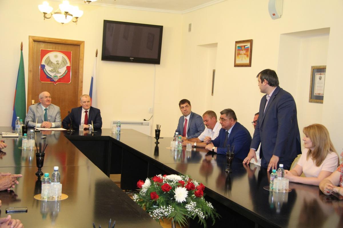 Главы  Избербаша и Кронштадта подписали соглашение о сотрудничестве