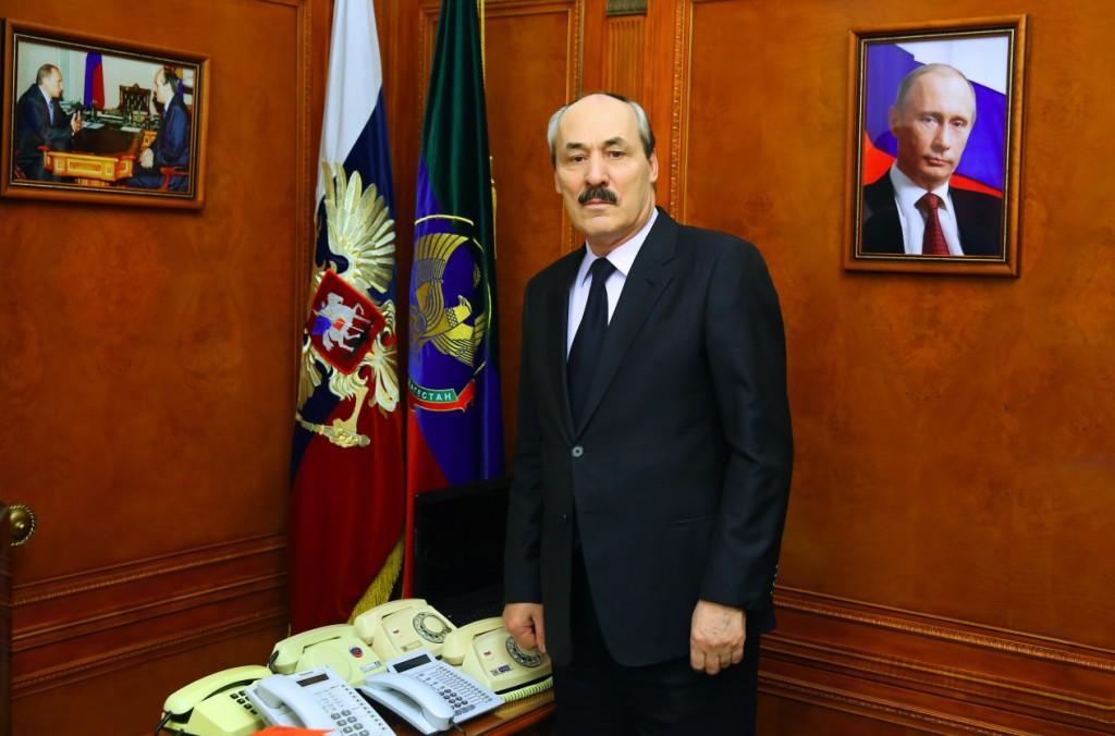 Рамазан Абдулатипов выразил соболезнования родным погибших в ДТП в Тарумовском районе