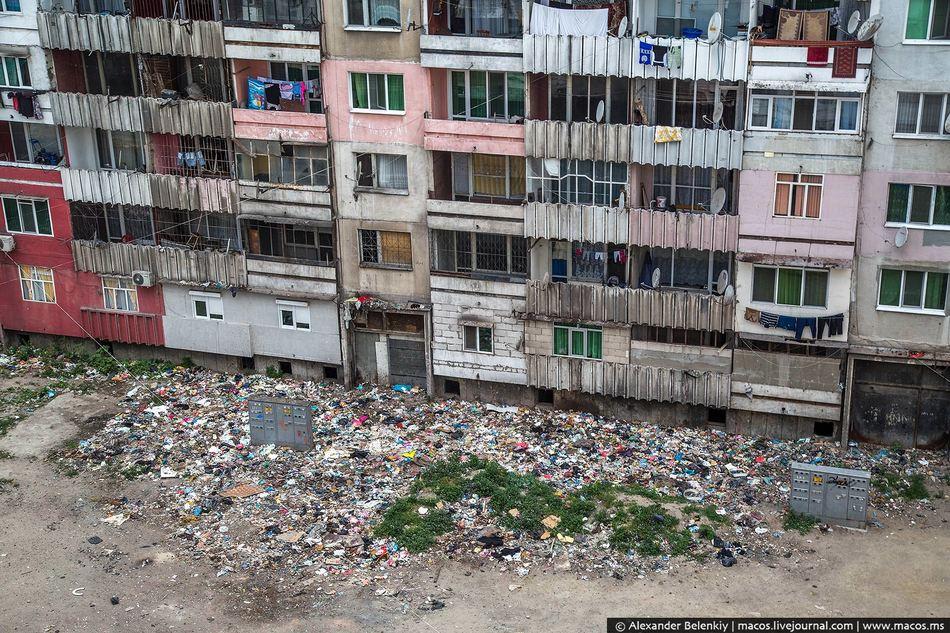 Бросаешь мусор через окно? Помаши рукой скрытой камере!