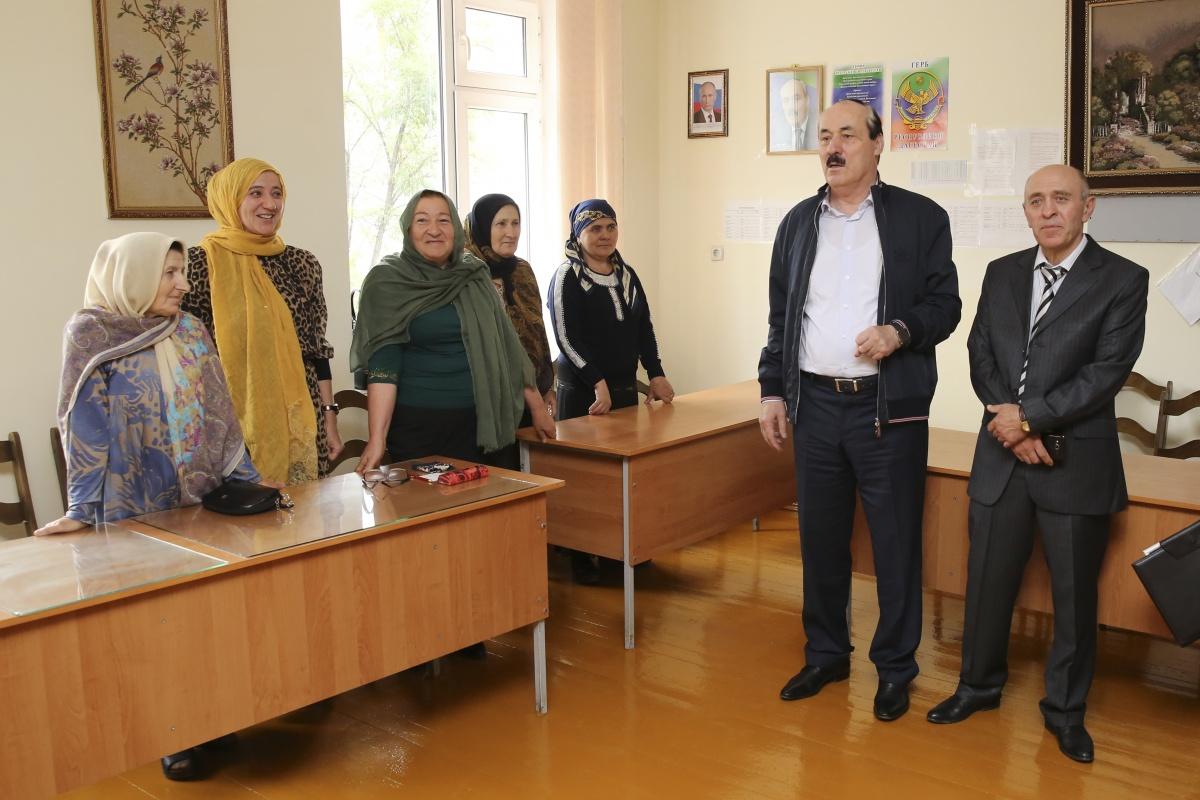 Рамазан Абдулатипов  посетил Агвалинскую среднюю школу