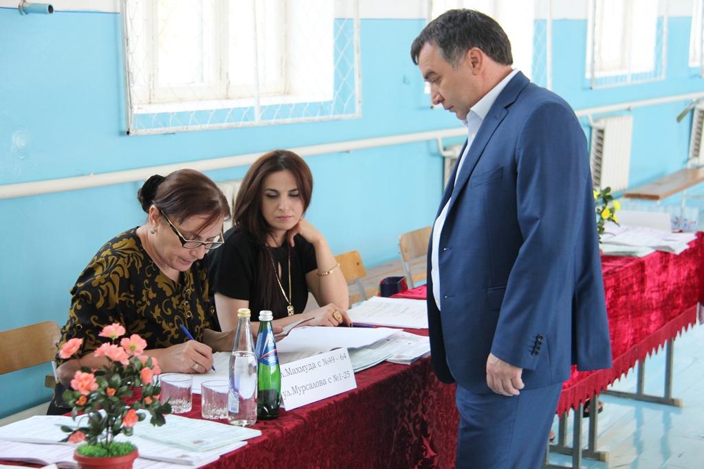 Глава Минтруда РД принял участие в выборах