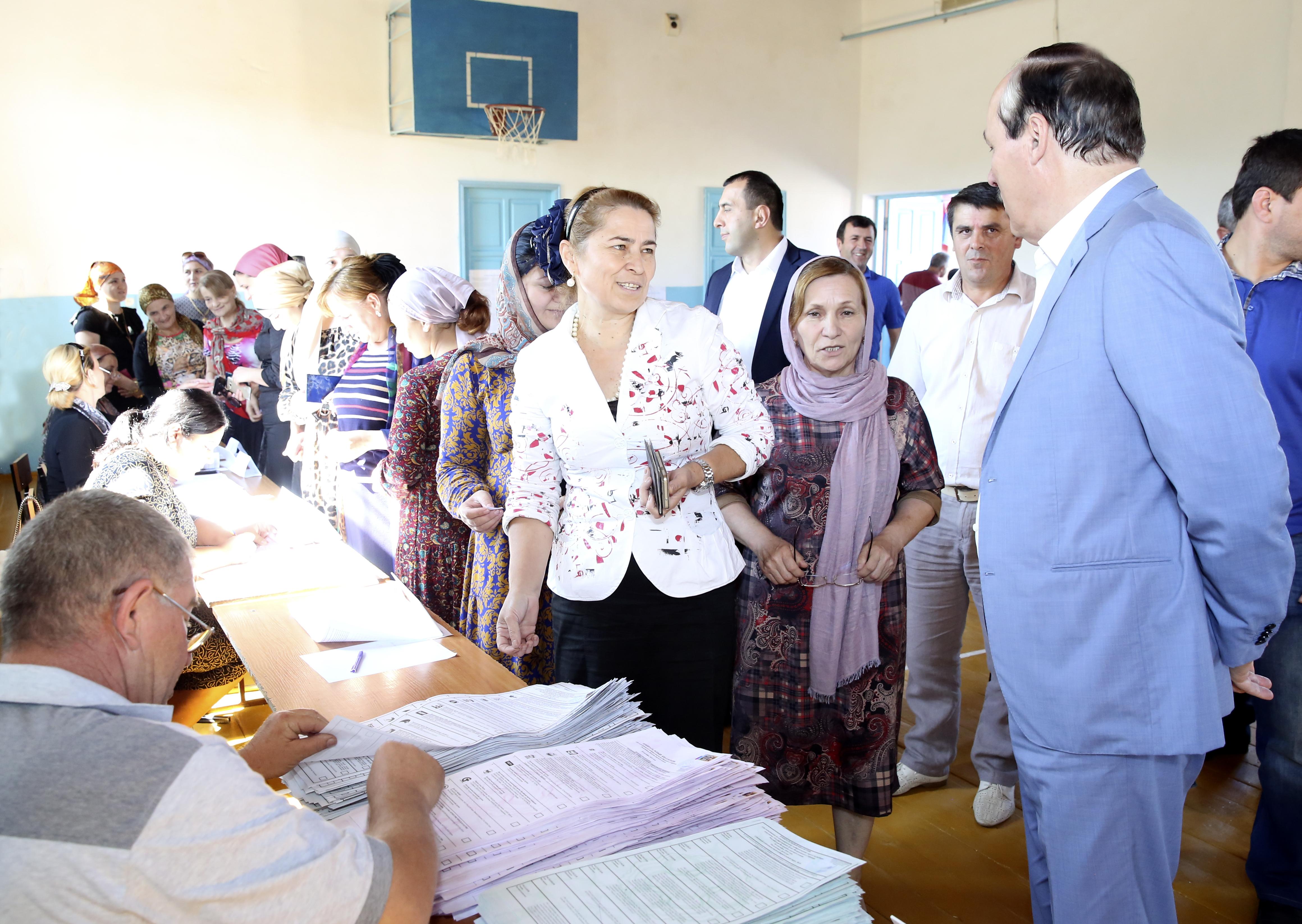 Глава Дагестана ознакомился с ходом выборов в ряде муниципалитетов республики