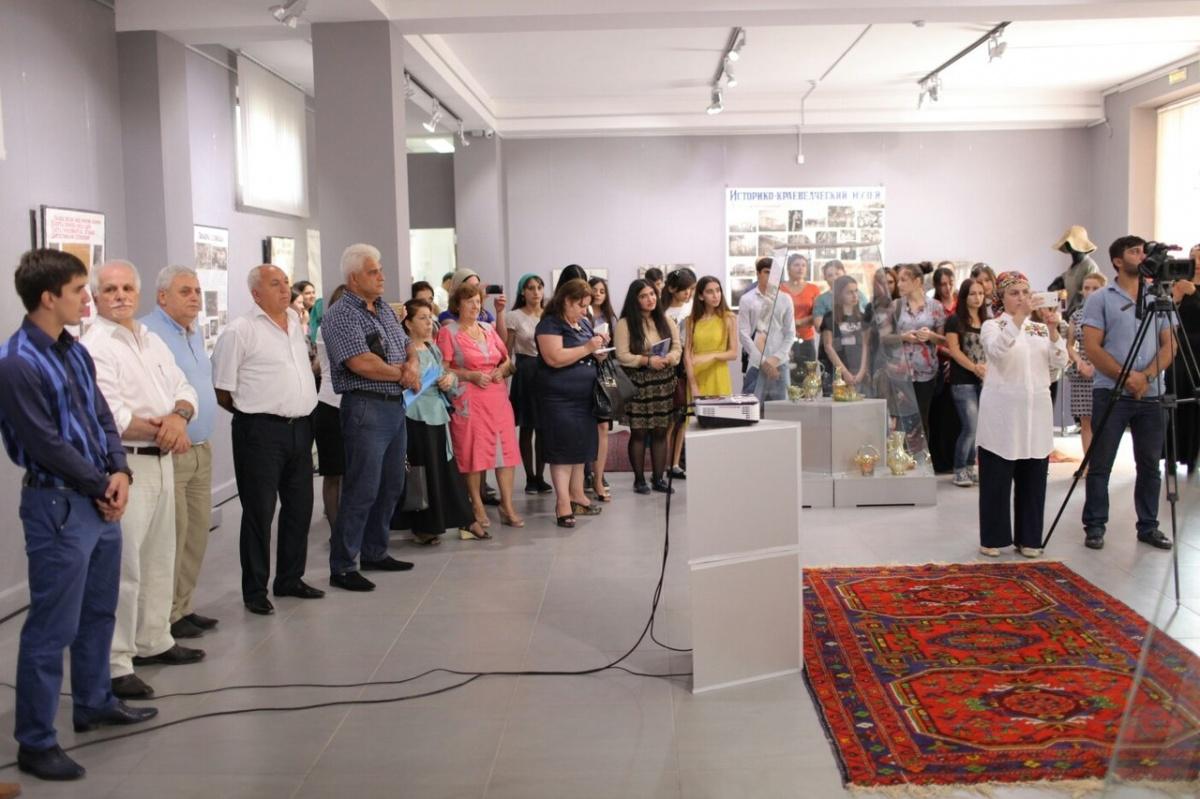 В Музее истории мировых культур и религий открыта выставка, посвященная Дагогнинскому стекольному заводу