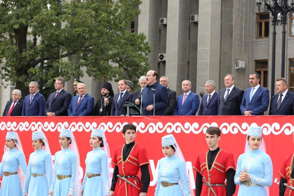 Глава Дагестана принял участие в торжествах, посвященных Дню города Владикавказа и 80-летию РСО -Алания