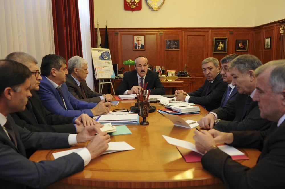 Глава Дагестана встретился с руководителями фракций в Народном  Собрании РД VI созыва