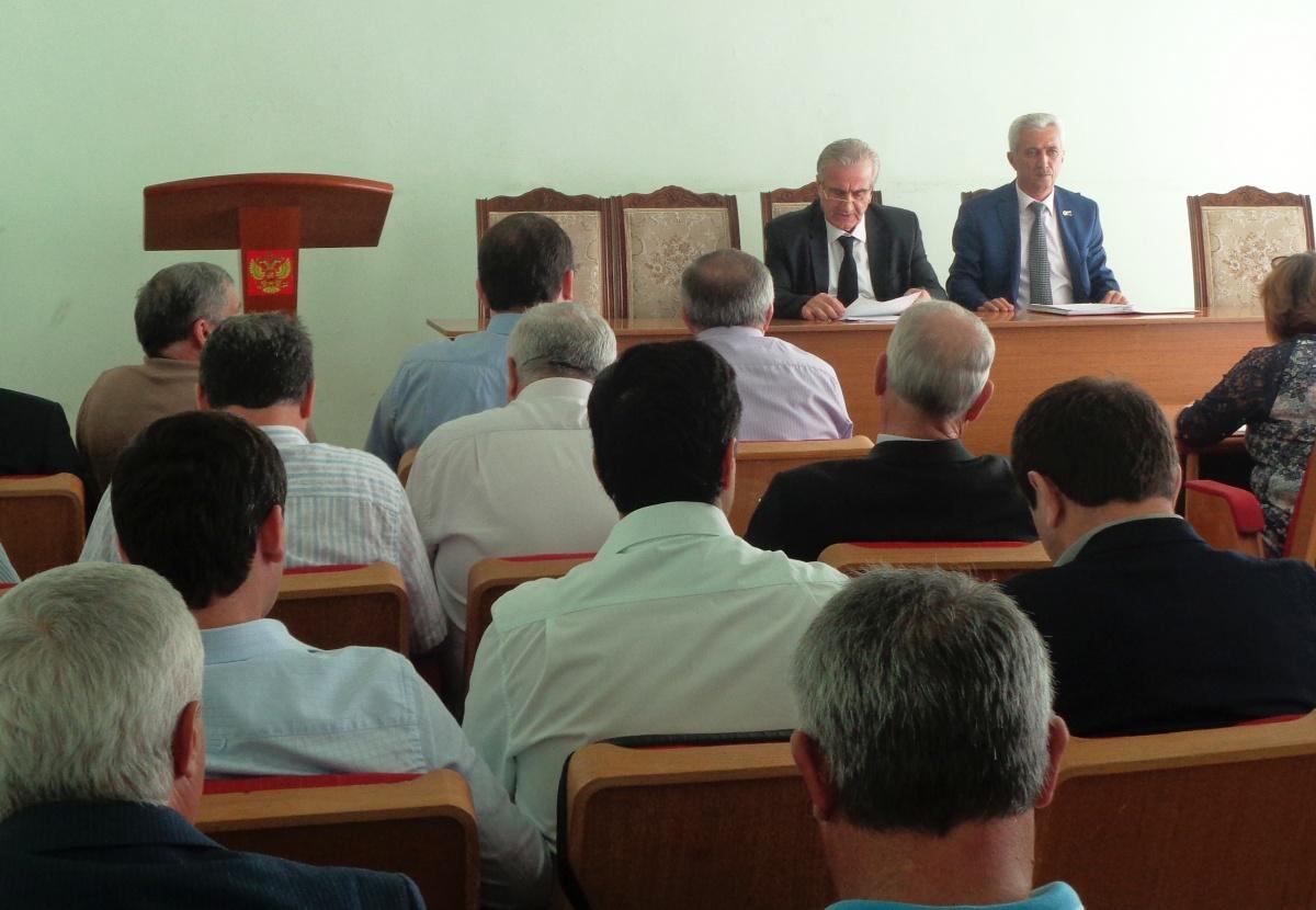 В администрации Дагестанских Огней рассмотрели работу органа опеки и попечительства