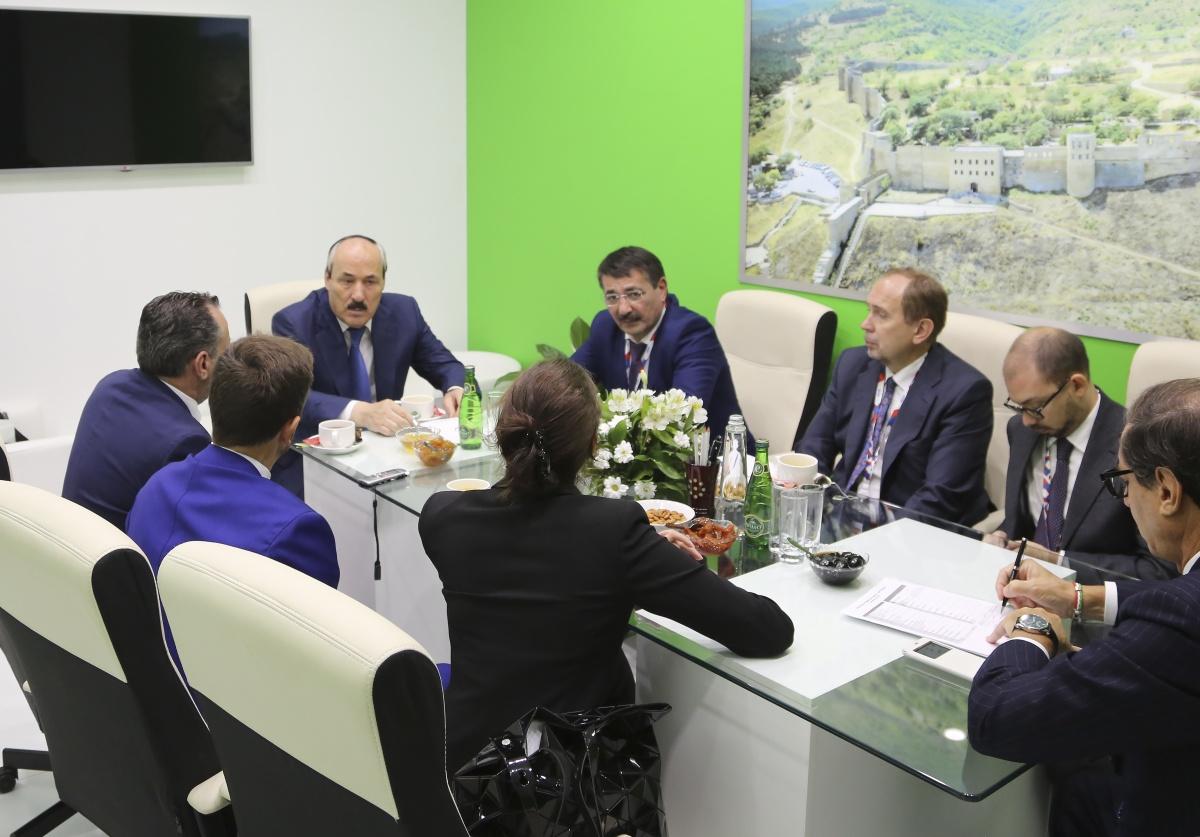 Рамазан Абдулатипов встретился с Генеральным почетным консулом Итальянской Республики в ЮФО и СКФО Пьерпаоло Лодиджиани