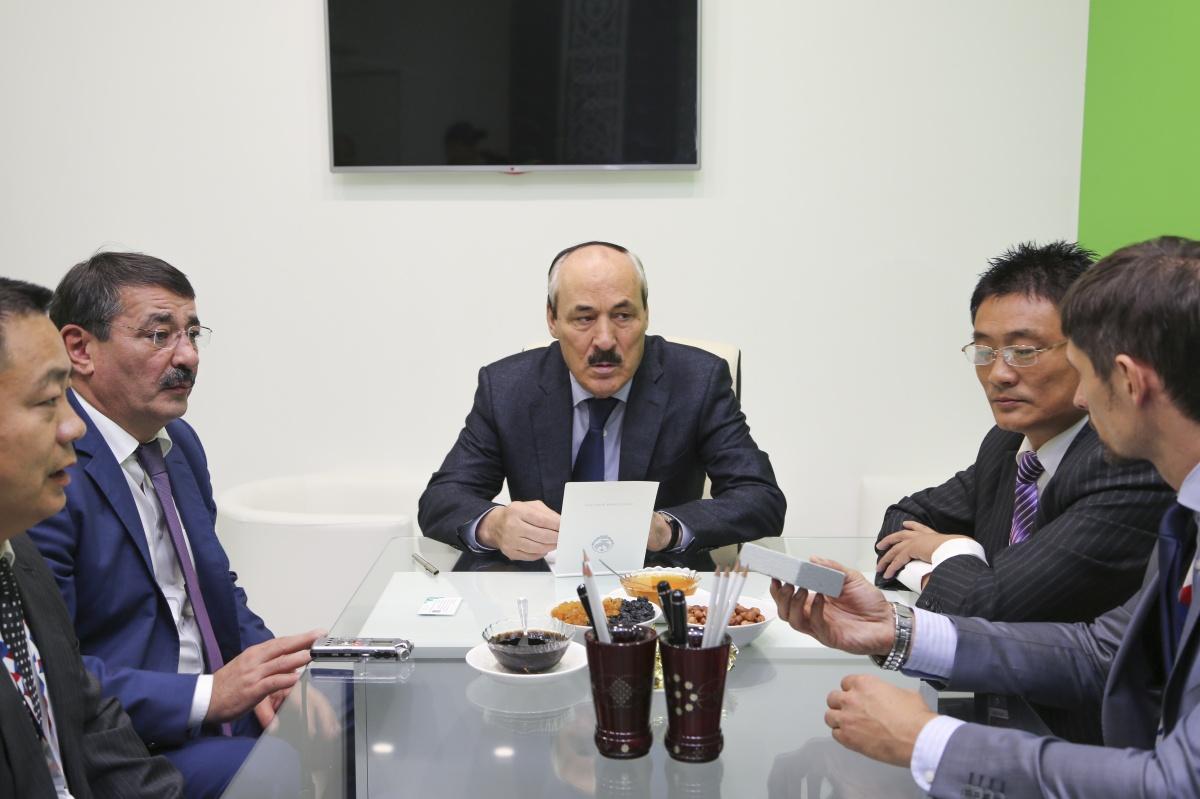 Рамазан Абдулатипов провел встречу с китайскими инвесторами