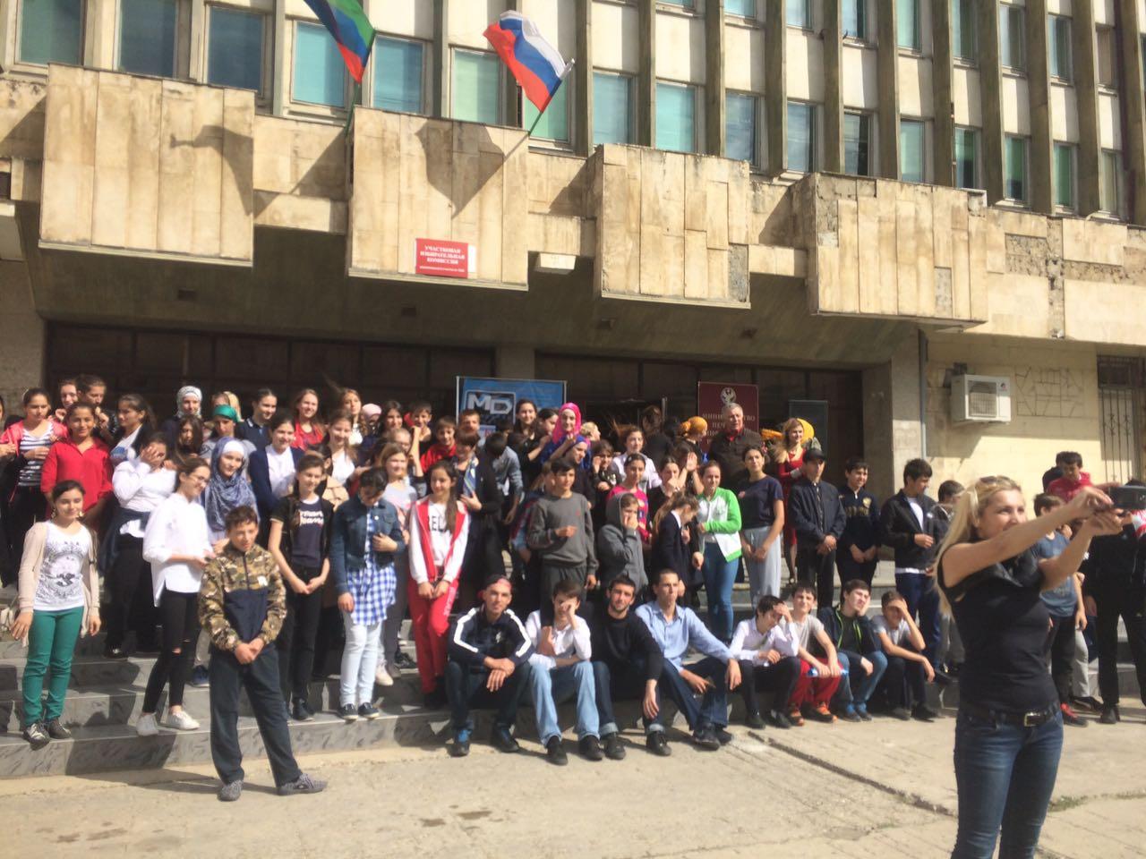 Более 100 человек приняли участие в танцевальном флешмобе к 95-летию газеты «Молодежь Дагестана»