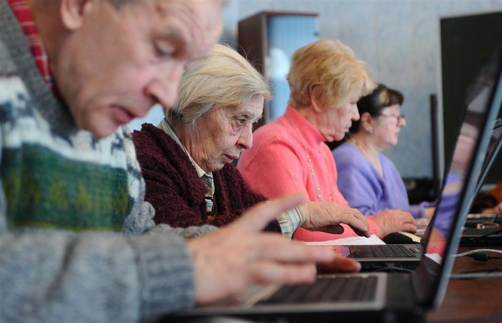 Неработающих пенсионеров в республике обучат компьютерной грамотности