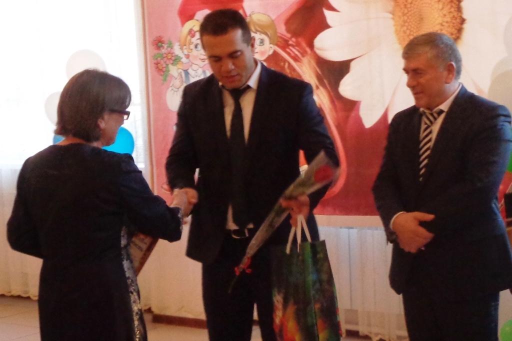 С Днем Учителя поздравили педагогических работников Дагестанских Огней