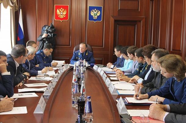 Своевременную оплату труда и защиту прав предпринимателей обсудили на первом форуме прокуратуры Дагестана