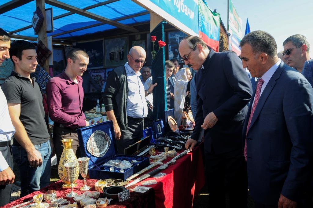 Глава Дагестана посетил майданы в рамках рабочего визита в Дахадаевский район